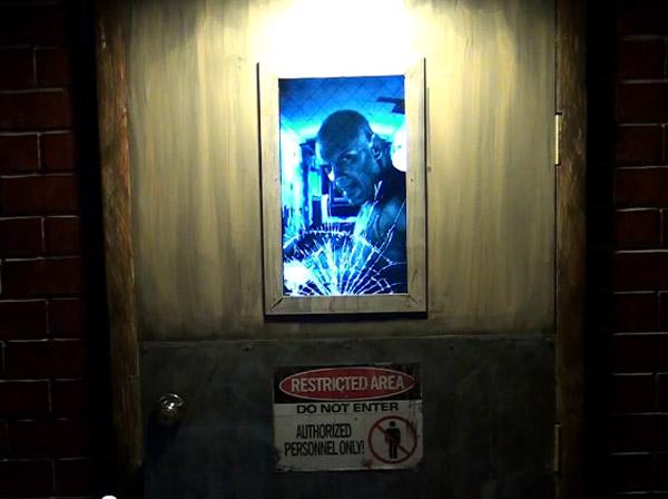 Drzwi z ekranem LCD