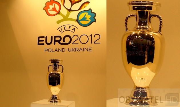 IFA 2011 - puchar Euro 2012 na stoisku Sharpa