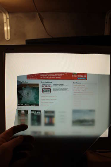 Monitor bez powierzchni polaryzacyjnej