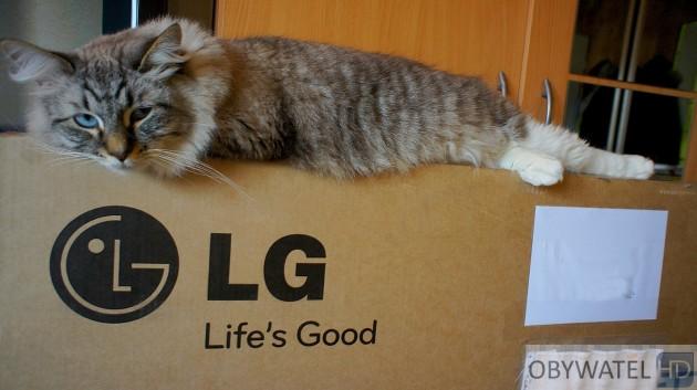 LG LM670S - kot na mnie leży