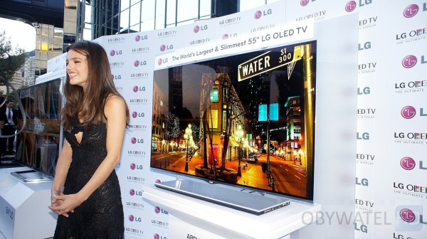 OLED LG i modelka