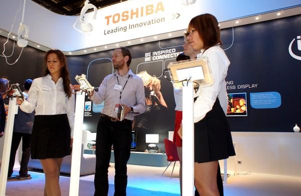 Hostessy Toshiby