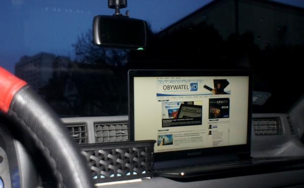 Samsung ATIV Book 9 Plus - w samochodzie