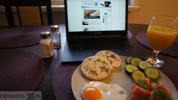 Samsung ATIV Book 9 Plus - śniadanie