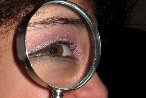 Magnifying glass 2911 Wikimedia