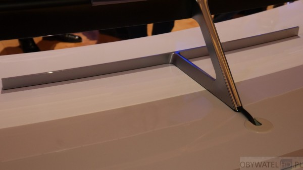 CES 2016 - Samsung - cienki prototyp - kable