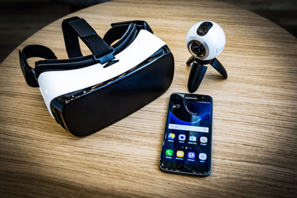 Samsung Gear VR - gogle, komórka i kamera