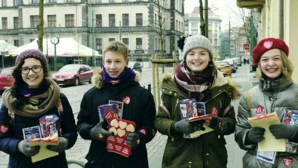 WOŚP 2018 młodzi wolontariusze